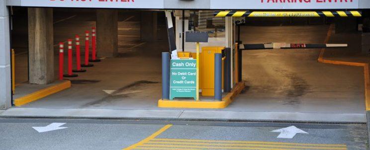 Ha hosszabb útra készül, bízza autóját biztonságos parkolóházra!